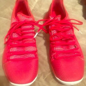 Men's UNder Amour tennis shoes